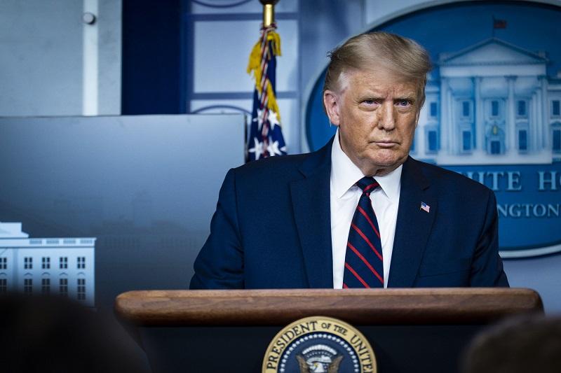Trump anuncia autorización de tratamiento con plasma por covid-19