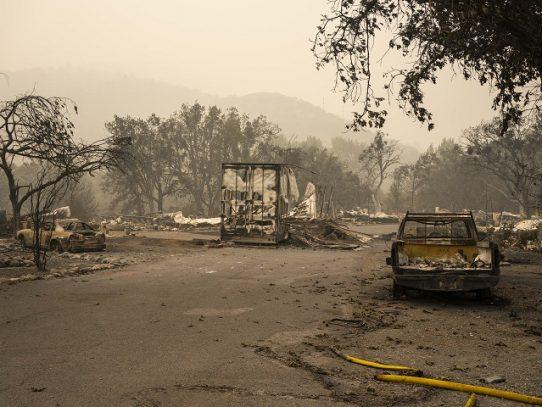 EE.UU. prevé que aumenten los muertos por los incendios en la costa oeste