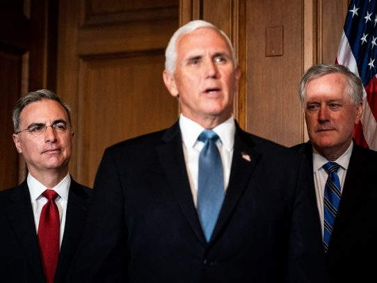 El vicepresidente de EE.UU., Mike Pence, da negativo en prueba de la Covid-19