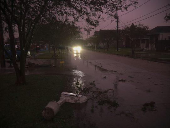 El huracán Zeta arremete contra costa sureste de EE.UU.