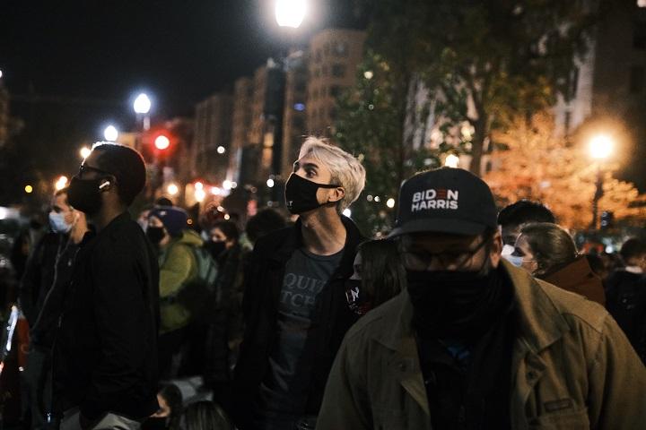 La tensión electoral se sintió entre seguidores de Biden congregados cerca de la Casa Blanca