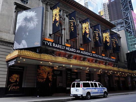 Teatros de Broadway cierran al menos hasta finales de mayo de 2021