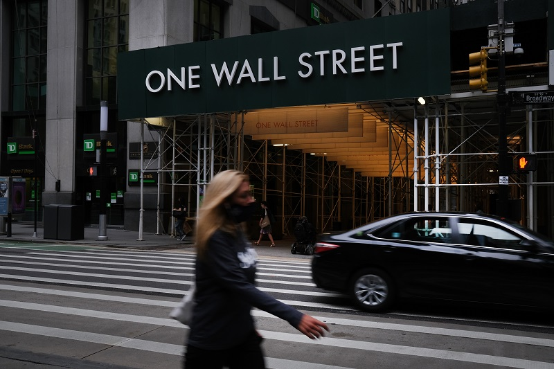Wall Street abrió en leve baja en un mercado perturbado por el covid-19