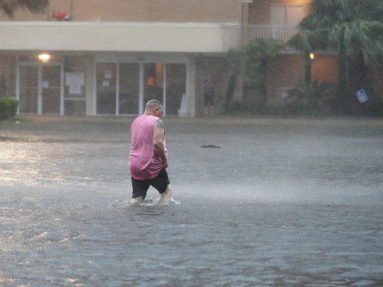 El huracán Sally toca tierra en la costa sur de EE.UU.