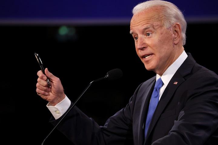 Biden se acerca, pero el conteo sigue. Trump denuncia fraude