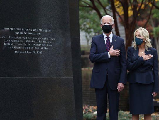Trump y Biden asisten a ceremonias distintas en el Día de los Veteranos