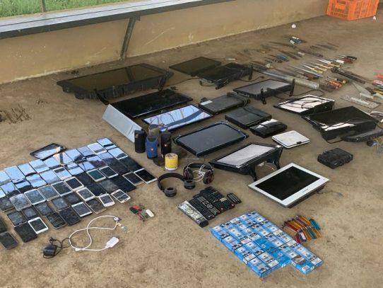 Decomisan armas, celulares, electrodomésticos y otros artículos en La Joya