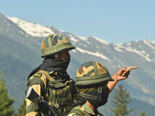 """China e India acuerdan """"reducir tensión"""" tras un sangriento enfrentamiento"""