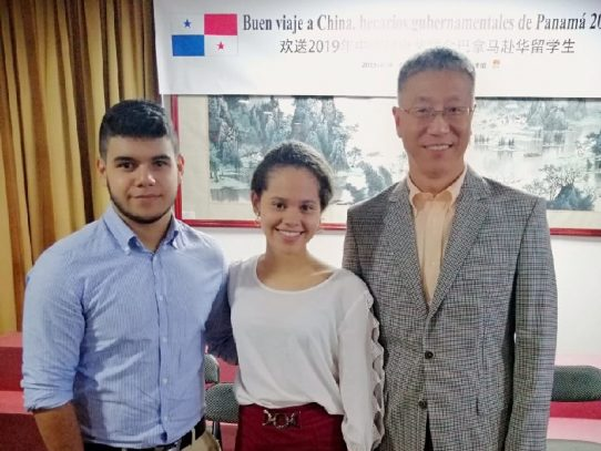 Cincuenta becarios panameños cursarán estudios en China