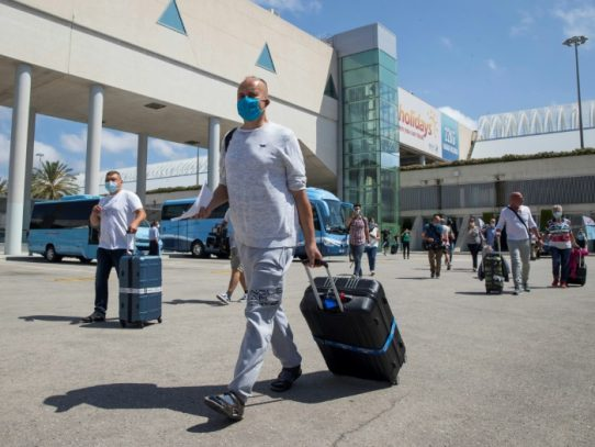 Italia va a suspender los vuelos con el Reino Unido por nueva variante de coronavirus