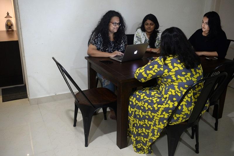 Desde una silla a un iPhone, los 'milenials' indios lo alquilan todo