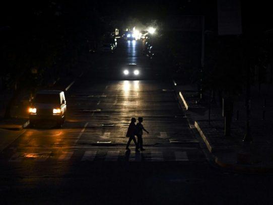 Nuevo apagón en Venezuela, que gobierno vincula con ataque electromagnético