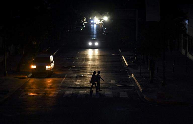 Venezuela recupera 85% de energía tras gigantesco apagón, según el gobierno