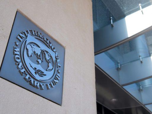 """Vacunar contra el covid-19, """"prioridad absoluta"""" para las economías emergentes, dice FMI"""