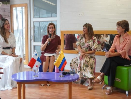 Proyecto STEAM de Panamá, presentado por la Primera Dama durante primera jornada en Medellín