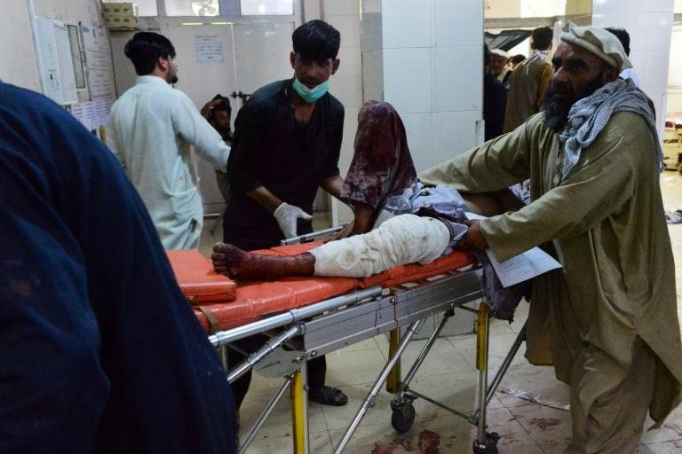 Decenas de muertos en Afganistán en ataques a un hospital y en funeral