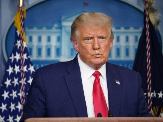 """Trump promete una vacuna de covid-19 """"para todos los estadounidenses"""" para abril"""