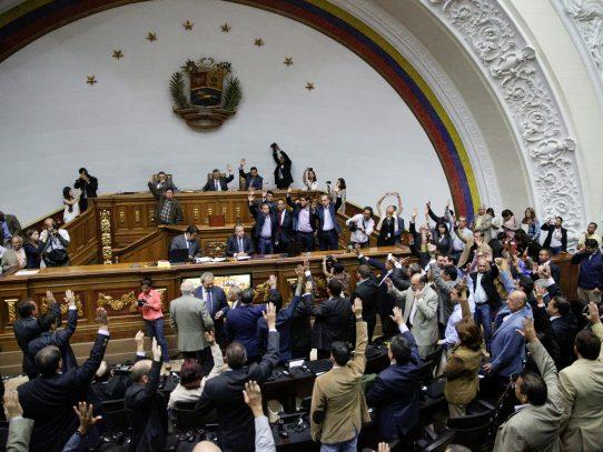 Parlamento de Venezuela aprueba juicio político contra presidente Nicolás Maduro