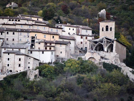 Nuevo sismo sacude Italia, edificios se desploman pero sin muertes