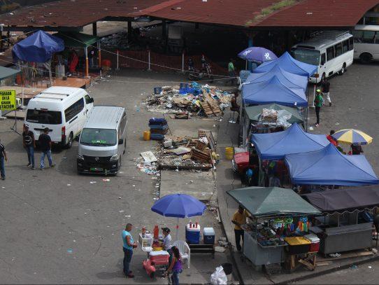 Sacan a comerciantes informales de la entrada de San Miguelito por construcción del metro