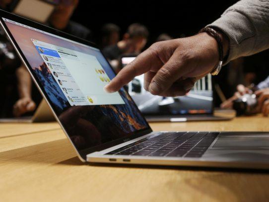 Un MacBook Pro renovado, con lector de huellas digitales y panel táctil