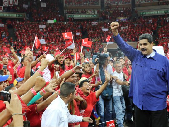 Aprobación del presidente Maduro cae a su nivel más bajo