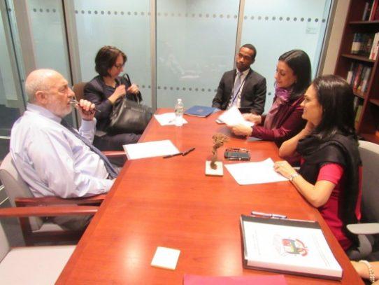 Joseph Stiglitz no confía en informe que evalúa el sistema financiero panameño