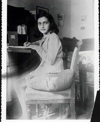 Subastan poema manuscrito de Ana Frank