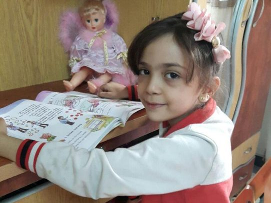 Una niña siria de 7 años usa Twitter para describir su vida en Alepo