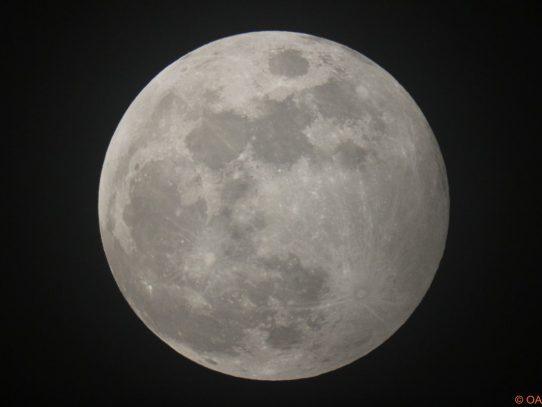 El fenómeno de la Superluna dominará el cielo durante la noche de hoy