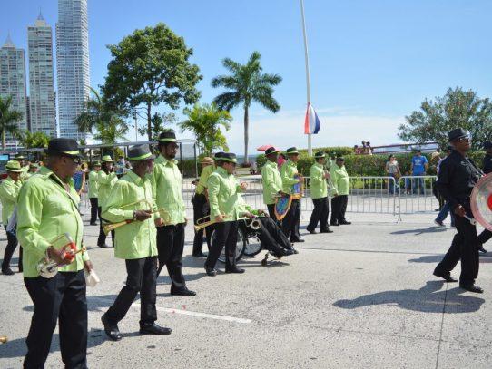 Las bandas independientes también rinden honores a la patria