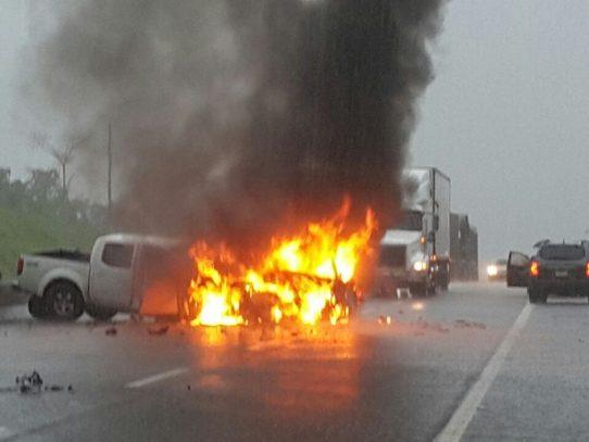 Tragedia en San Félix, fallecen cinco personas en choque frontal de dos carros