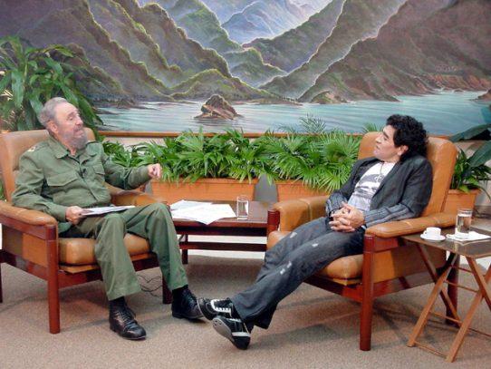 Maradona desgarrado por muerte de Fidel Castro