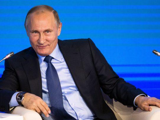 """Putin y Trump hablan por teléfono, apuntan a """"cooperación constructiva"""""""