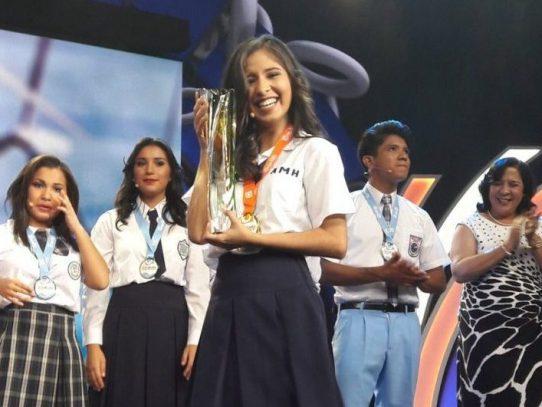 Estudiante coclesana Dámaris Santamaría se alza con el Concurso Nacional de Oratoria 2016