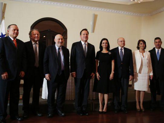 Gobierno posterga publicación de informe sobre plataforma financiera de Panamá