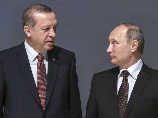 Erdogan se comunica con Putin para informarle sobre asesinato de embajador ruso