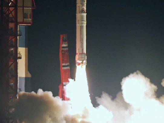 Japón lanza satélite para estudiar los cinturones de Van Allen