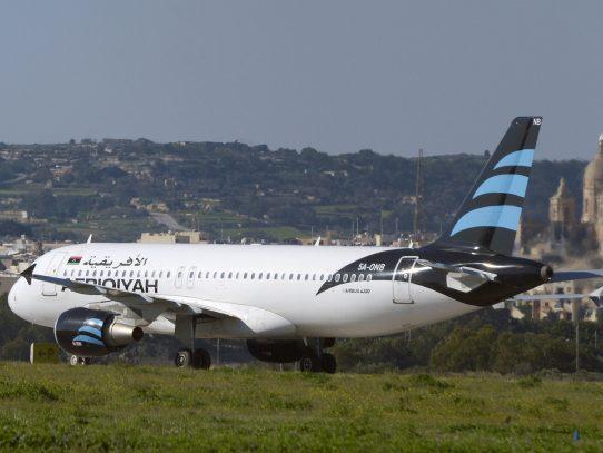 Secuestran avión libio y lo desvían a Malta