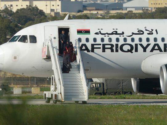 Primer ministro de Malta informa que al menos 109 personas han sido liberadas de avión libio