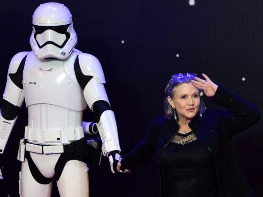 Hollywood reza por Carrie Fisher, Leia en Star Wars, que lucha por su vida
