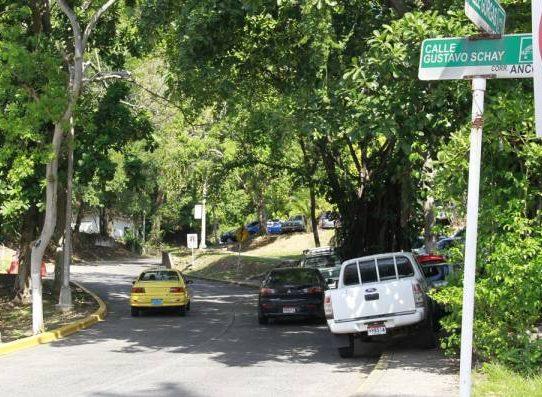 Alcaldía establece multas de $50 a $100 por estacionar en espacios revitalizados
