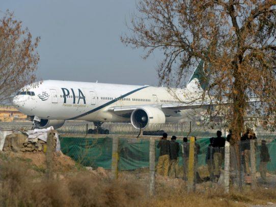 Presunto secuestrador de avión bangladesí abatido por comando