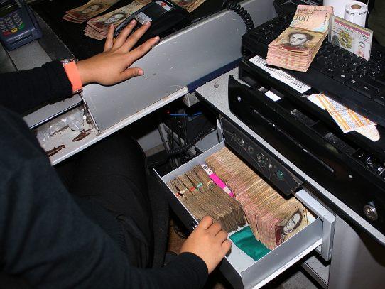 Maduro cierra frontera con Colombia por 72 horas y retira billetes de 100 bolívares