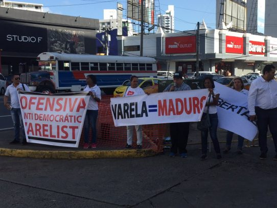 Activistas de Cambio Democrático protestan contra el Gobierno