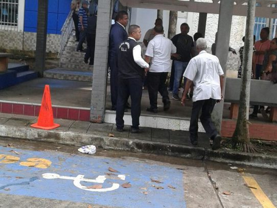 Capturan a dos presuntos asaltantes por robo en Caja de Ahorro de la Universidad de Panamá