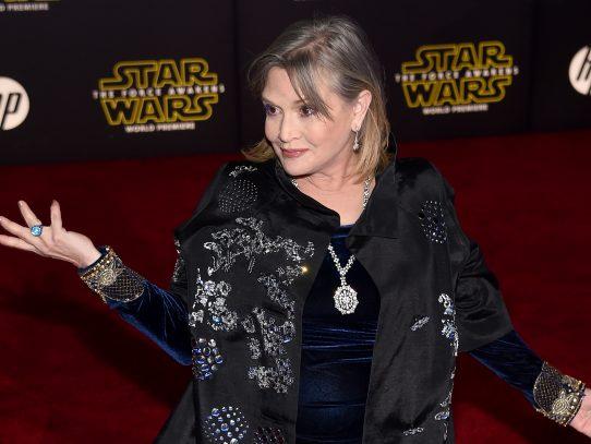 "Carrie Fisher ""estable"", tuitea su madre Debbie Reynolds"