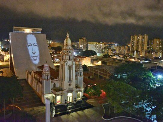 Hugo Chávez caminó las calles de Caracas la noche del jueves