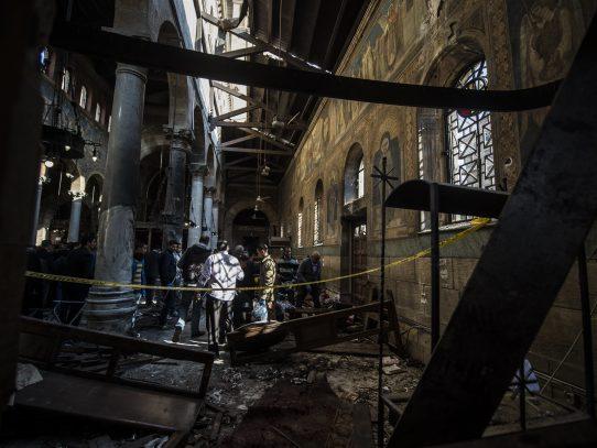 25 muertos en un atentado en iglesia de El Cairo