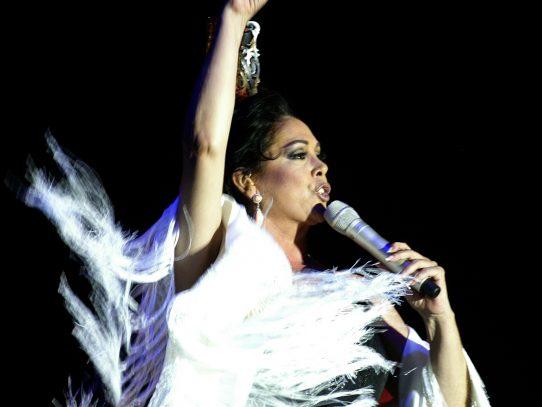 Isabel Pantoja vuelve a los escenarios con temas de Juan Gabriel, tras salir de la cárcel